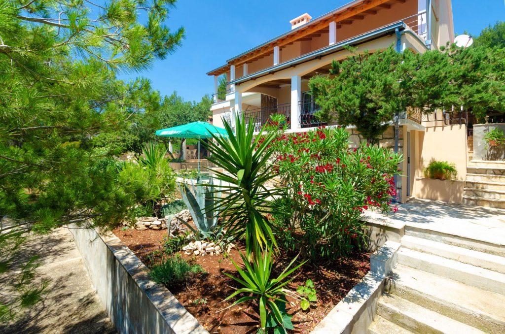 korcula karbuni apartments silva facade 01 1024x678
