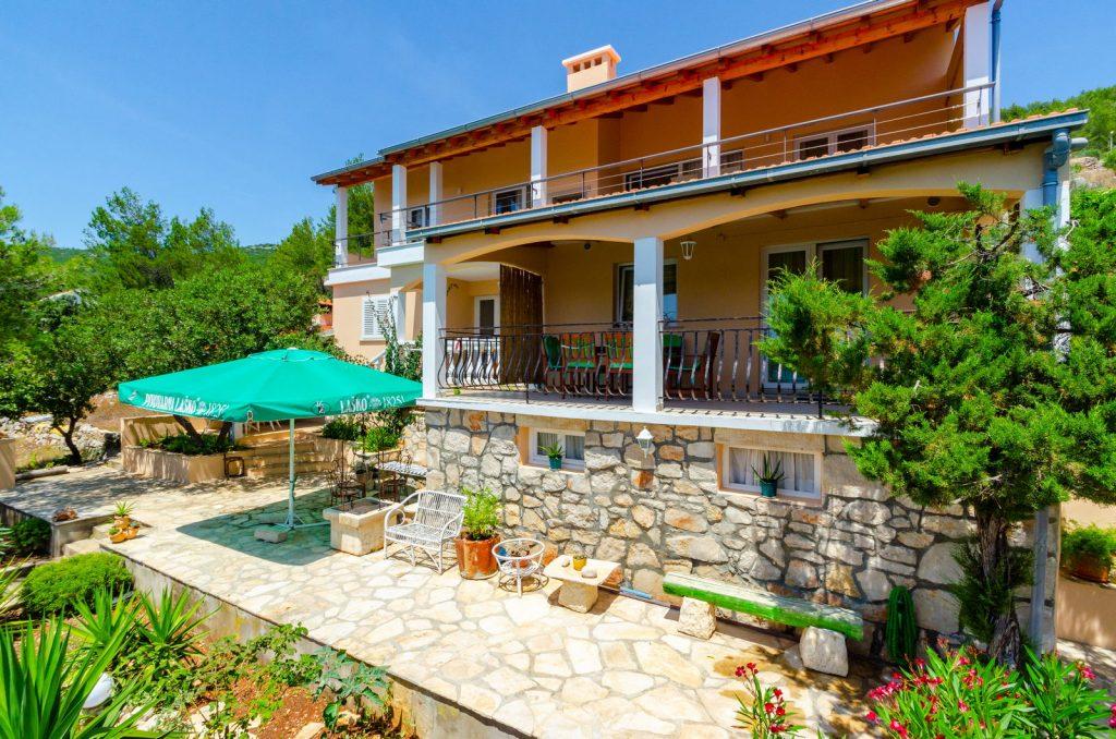 korcula karbuni apartments silva facade 02 1024x678