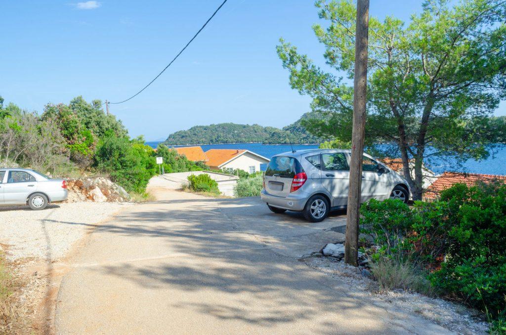 korcula karbuni apartments silva parking 06 2018 pic 02 1024x678