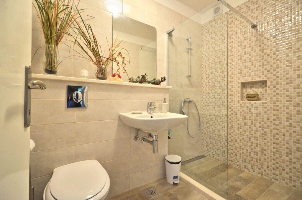 silva apartment2 bathroom 01 2018 pic 01 1 1024x678