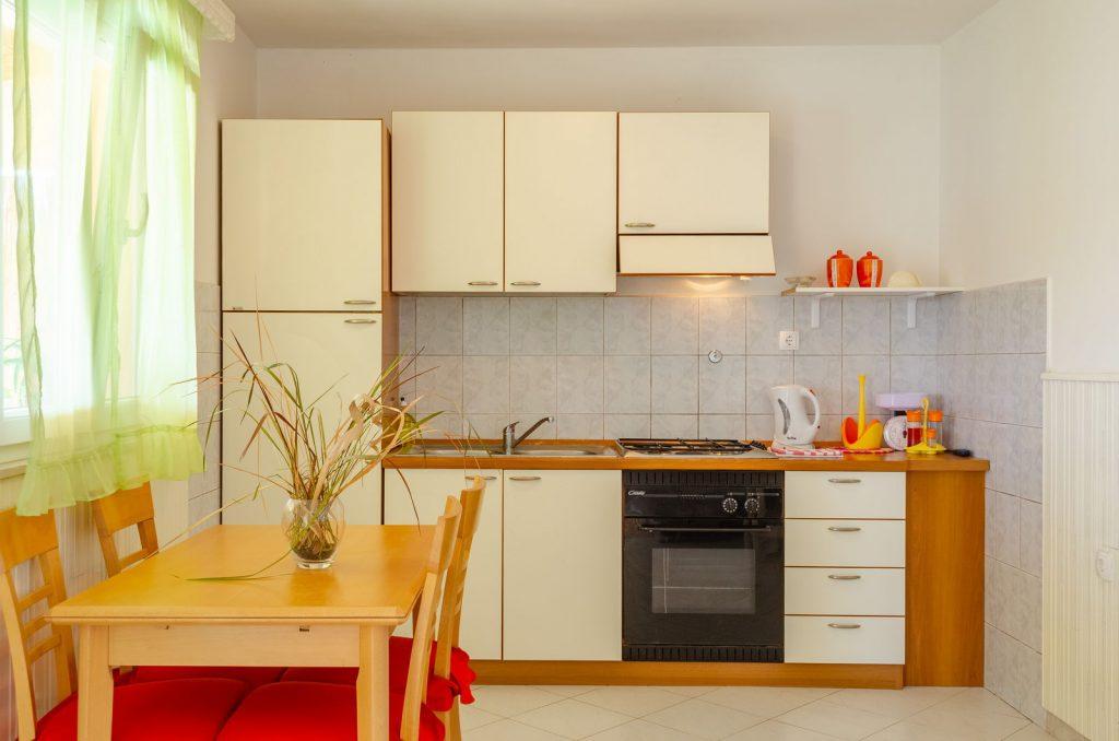 silva apartment2 kitchen 06 2018 pic 01 1 1024x678