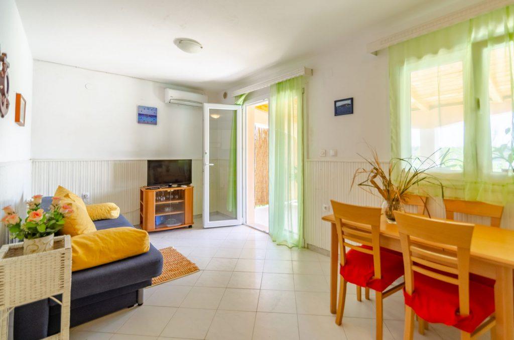 silva apartment2 livingroom 06 2018 pic 01 1 1024x678